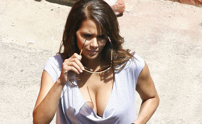 halle_berry-breasts-closeup