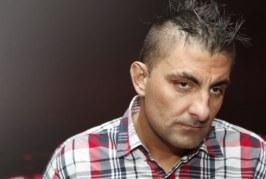 Leakasztottak egy pofont Győzikének a bíróság előtt – videó