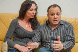Damu Roland neje az alkoholizmusba fog belehalni- napokig ivott rá se nézett kislányára
